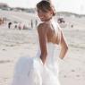 la mariée avec sa robe sur la plage de Dunkerque