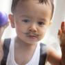 petit homme à la moustache