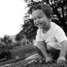 portrait noir et blanc enfant sur l