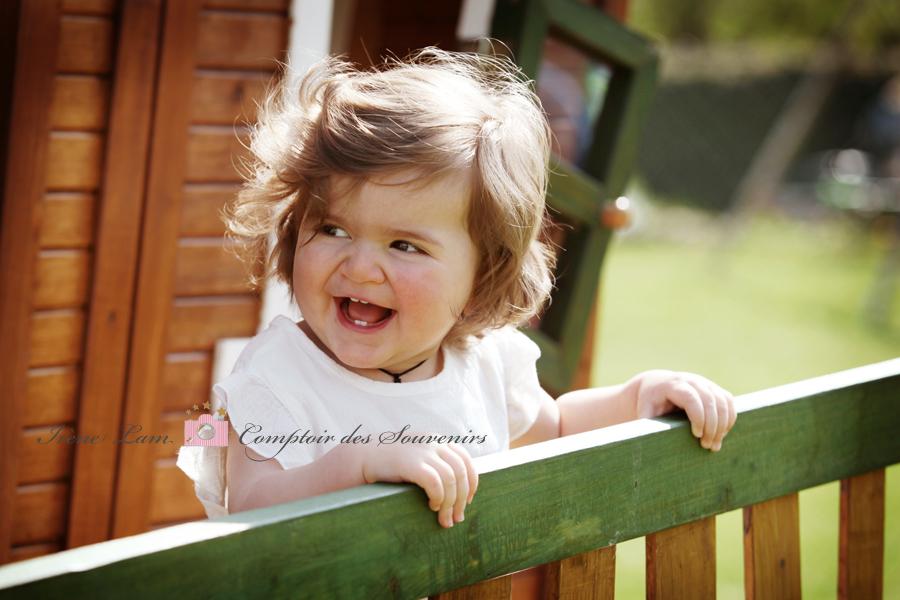portrait enfant sur terrasse en bois 77