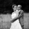 couple de mariés dans un champ de blé à Apremont (Oise, 60)