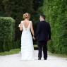 mariés de dos se tenant la main (parc du chateau (Champs sur Marne, 77)