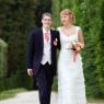mariés se pronenant dans le parc du chateau de Champs sur Marne