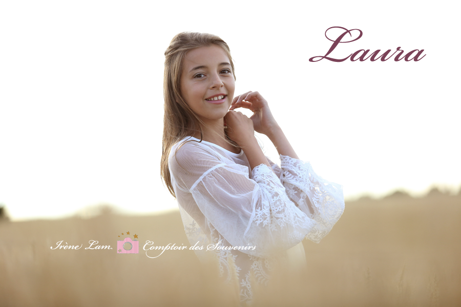 une jeune fille pose dans les champs près de Paris (Seine et Marne)